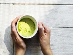 Beber chá reduz os riscos de doença cardíaca